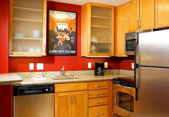 The Colony, TX: Two-Bedroom Suite Kitchen