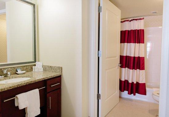 Harrisonburg, VA: Suite Bathroom