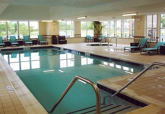 Harrisonburg, VA: Indoor Pool & Whirlpool