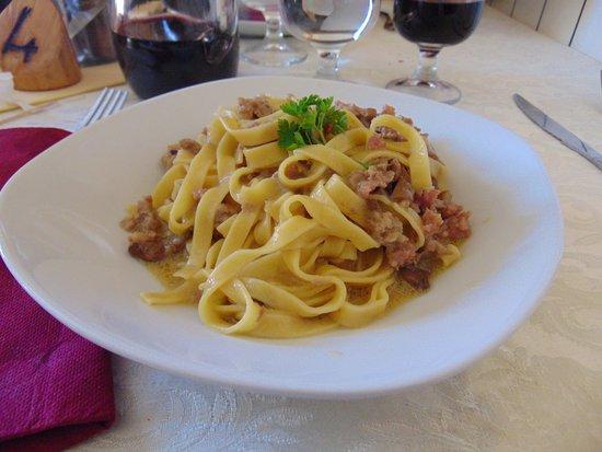 Sorano, Italy: tagliolini con salsiccia e fumghi