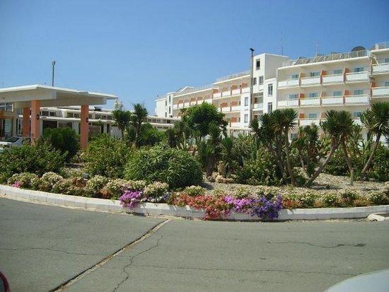 Asterias Beach Hotel: Exterior