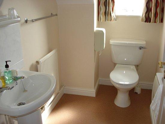 The Malt House Hotel and Restaurant : Bathroom