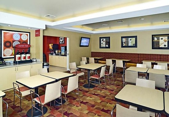 TownePlace Suites Laconia Gilford: Breakfast Area