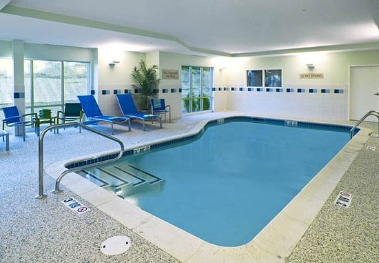 TownePlace Suites Laconia Gilford: Indoor Pool