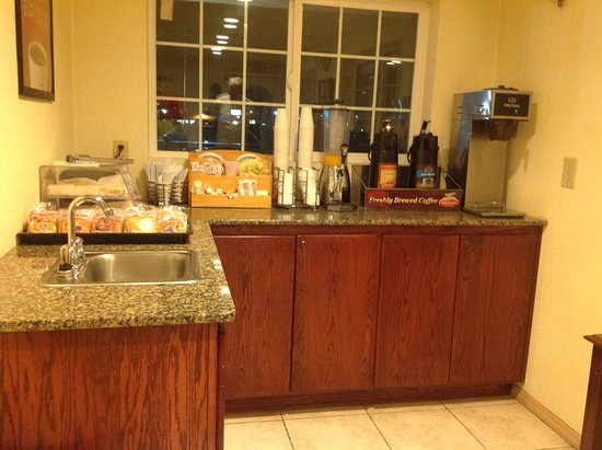 Econo Lodge Eugene: Breakfast area was clean