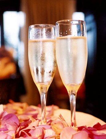 Hilton Garden Inn Washington DC / Bethesda: Champagne Toast