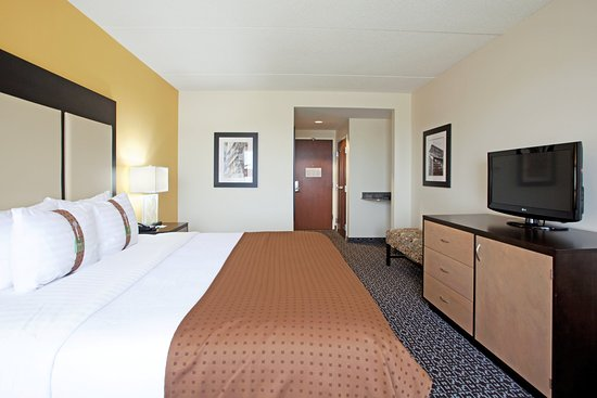 West Columbia, SC: Stretch out on a King while working or visiting Downtown Columbia