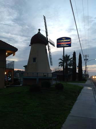Ceres, Californien: Big windmill out front