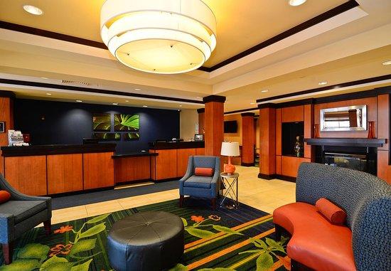 Fairfield Inn & Suites New Bedford: Front Desk