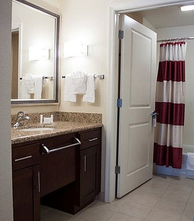 Chester, VA: Suite Bathroom