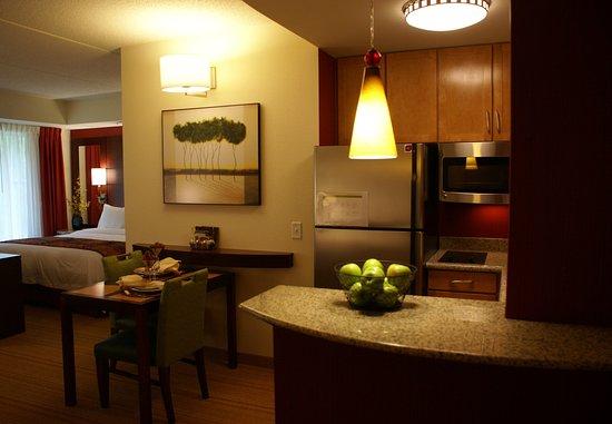 Monroeville, PA: King Studio Suite