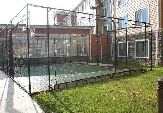 Монровилль, Пенсильвания: Sport Court