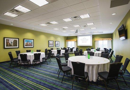 Fairfield Inn & Suites Winnipeg: Fairfield Meeting Room – Banquet Setup