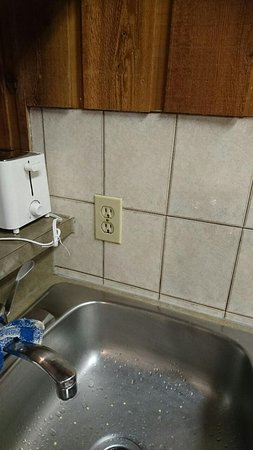 Douglas Fir Resort & Chalets: Only outlet in kitchen.