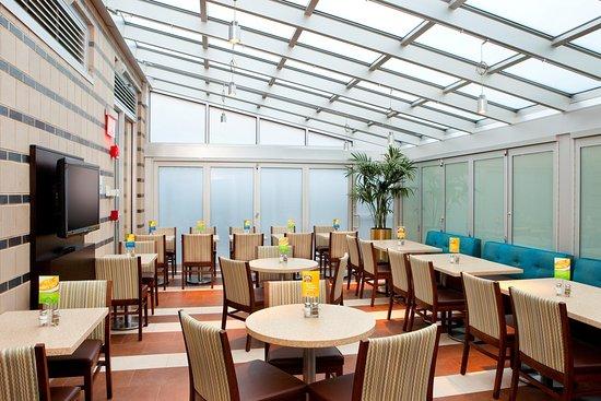 Holiday Inn Express Manhattan Times Square South: Greenhouse Breakfast Area