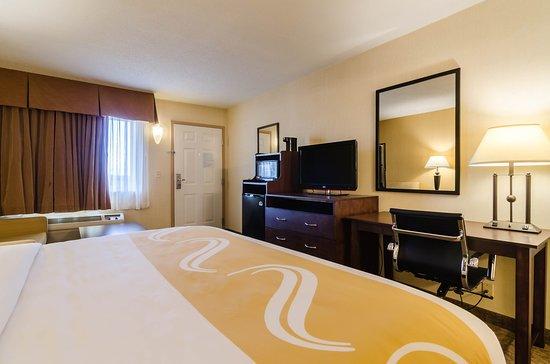 Ogallala, NE: King Suite