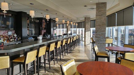 Bar and Lounge at Crowne Plaza Saddle Brook
