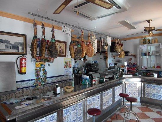 Alcaucín, España: Uitzicht op de bar
