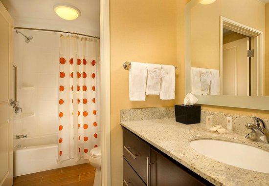 Bridgeport, فرجينيا الغربية: Guest Bathroom