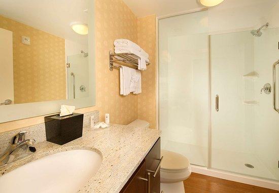 Bridgeport, فرجينيا الغربية: Accessible Guest Bathroom