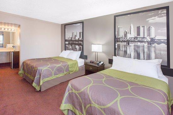 Super 8 Millbury/Toledo : DOUBLE BEDROOM SUITE