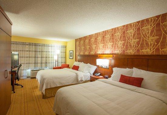 Courtyard Charlotte Airport/Billy Graham Parkway: Queen/Queen Guest Room