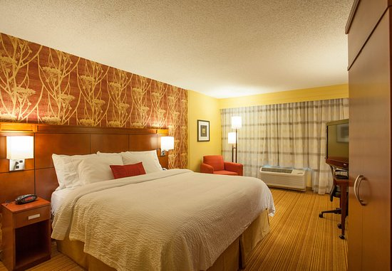 Courtyard Charlotte Airport/Billy Graham Parkway: King Guest Room