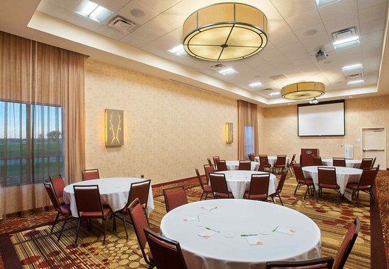 Mankato, MN: Event Center - Rounds Setup