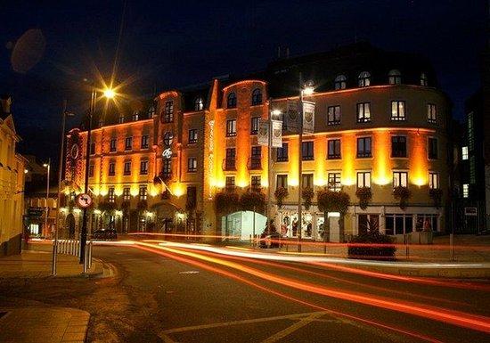 Bracken Court Hotel: Exterior