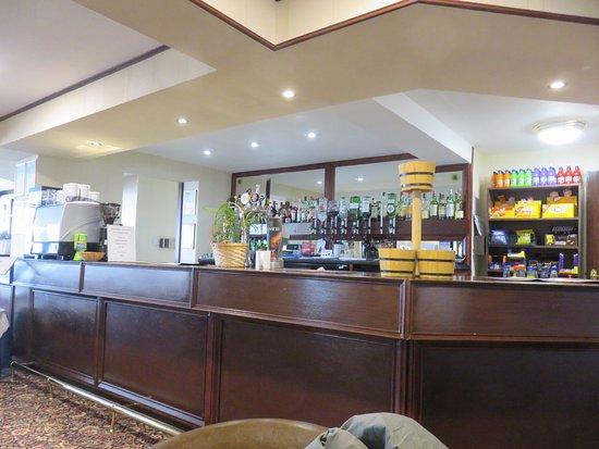 Glenrothes, UK: bar counter