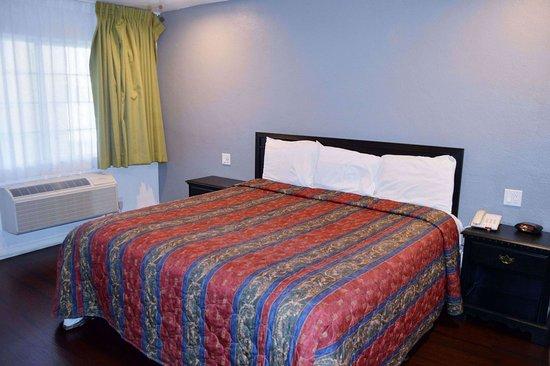 Musicland Hotel : King room