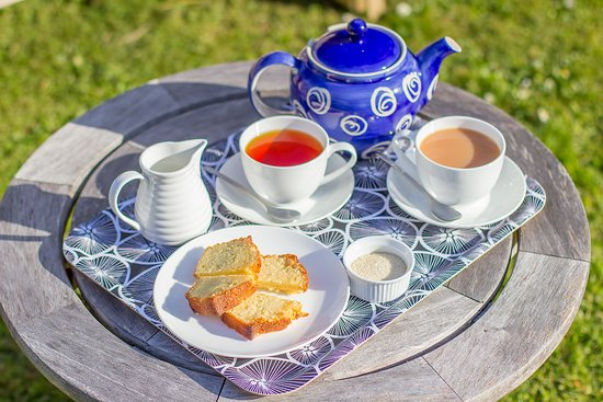 Boscastle, UK: Afternoon tea in the garden
