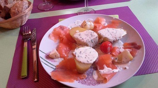 Lascaux, France : assiette saumon pommes de terre...délicieux