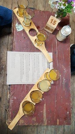 Huonville, ออสเตรเลีย: Cider sampling tray