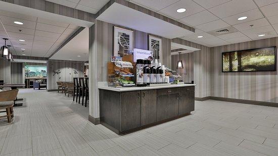 Woburn, MA: Breakfast Area