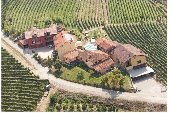 Dogliani, Itálie: Vista aerea della cantina