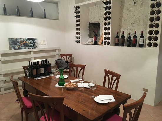 Pagus Wine Tours : Tasting room at Corte Fornaledo