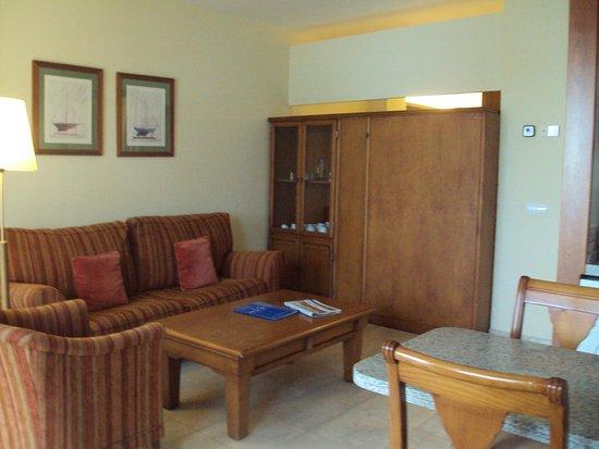 Sunway Playa Golf Hotel & Spa Sitges: Otra zona del salón.
