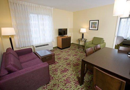 Ridgeland, MS: Two-Bedroom Suite – Living Area