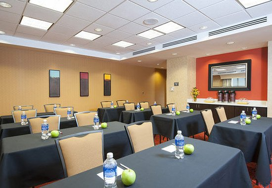 Bloomington, IL: Meeting Room – Classroom Setup