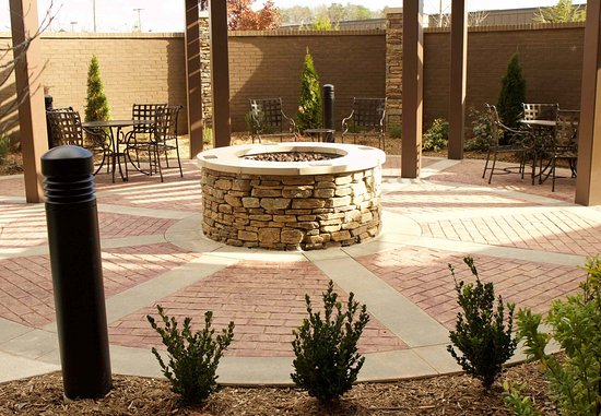 Fletcher, NC: Courtyard Patio