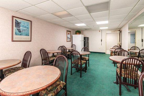 Morehead, KY: Breakfast Seating Area