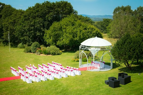 Yelverton, UK: Rose Arbour Ceremony