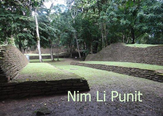 Nim Li Punit (Big Hat): Ballcourt with Center Marker