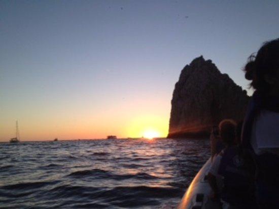 Cabo Expeditions : Al regresar al embarcadero de CSL nos tocó un bello atardecer.