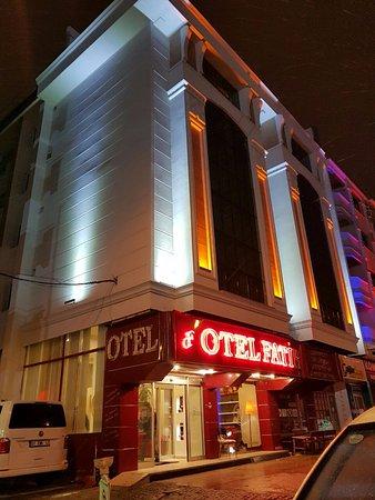 Otel Fatih: OTEL MERKEZDE OLUP 3 YILDIZ SITANDARTLARINDADIR