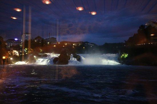 Schloessli Woerth : Vom Tisch mit Sicht auf den Rheinfall
