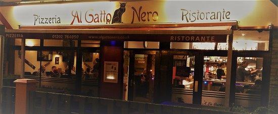 Al Gatto Nero: At night