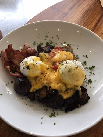 Greytown, Новая Зеландия: Open Sandwich with Feta & Avocado; Big Country Breakfast; Open Sandwich with Lamb; Cornish Pasti