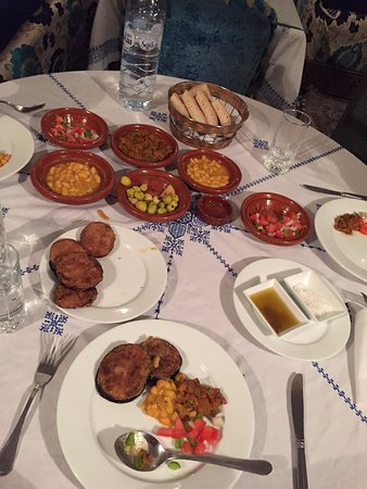 Riad Dar Guennoun: Like your Mom's cooking by lovely Saidah and Zinab!